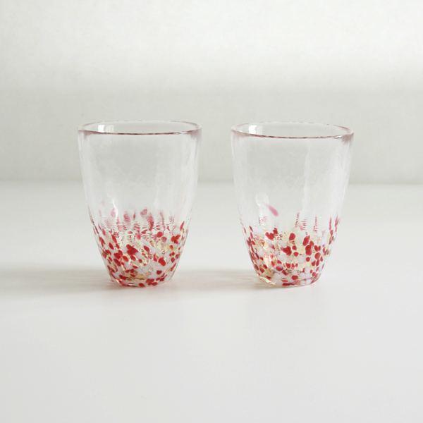 夏におすすめの、ガラスの美しさを堪能できる涼し気なグラス