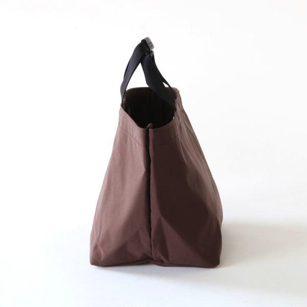 小ぶりなサイズながら見た目以上の収納力がある、おしゃれなトートバッグ