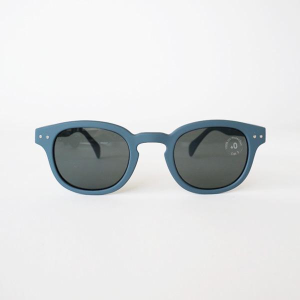 おしゃれで実用的な、手頃な値段のサングラス