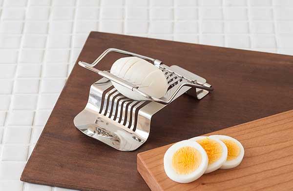 おしゃれでシンプルなデザインのエッグスライサー