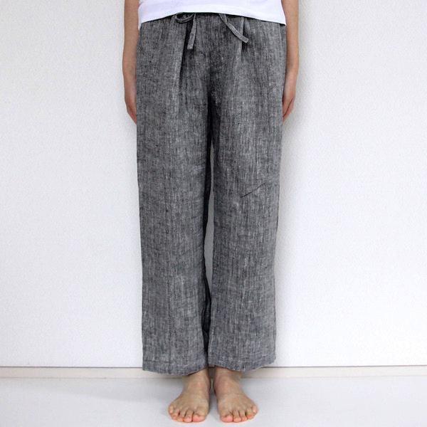 短め丈で使いやすく夏の寝間着におすすめの、サラリとしたおしゃれなリネンパンツ