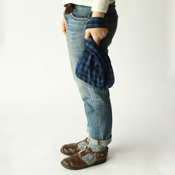 使わない時には小さく畳めてポケットにしまえる、おしゃれな手提げ袋