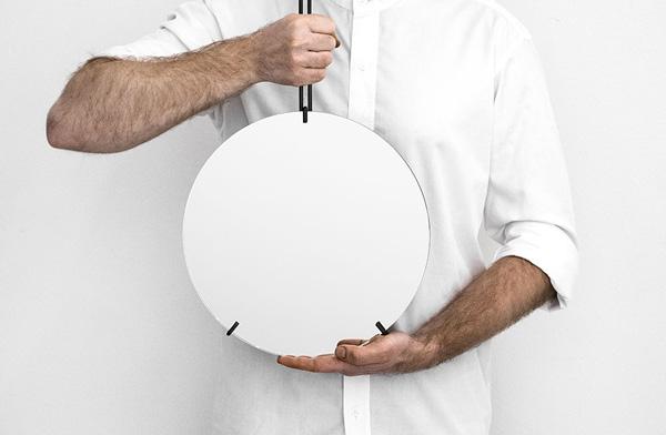 デンマーク発のインテリアブランドがデザインした、おしゃれな部屋鏡