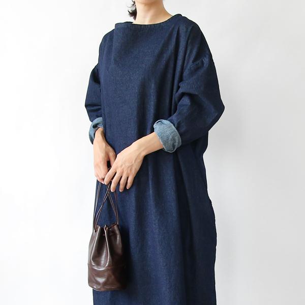 日常に気軽に着ることができる安心感のある、おしゃれなスモックドレス