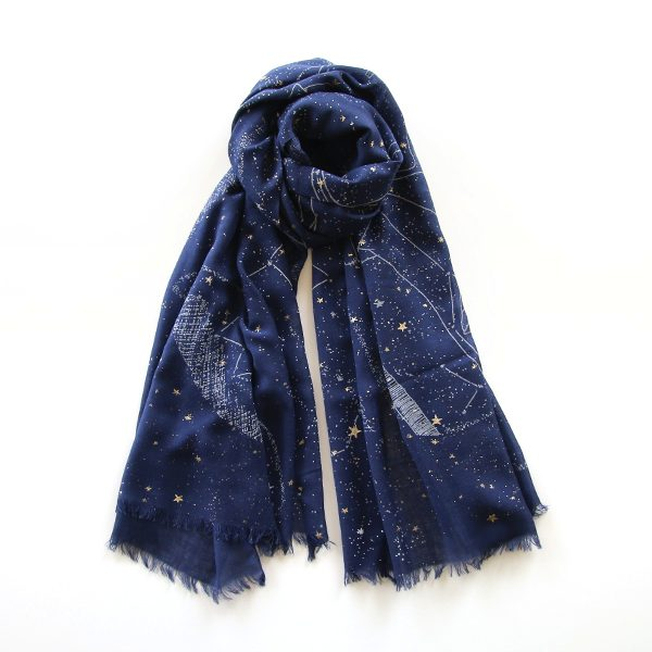 星空をモチーフにした、どんな服にも合わせやすいストール