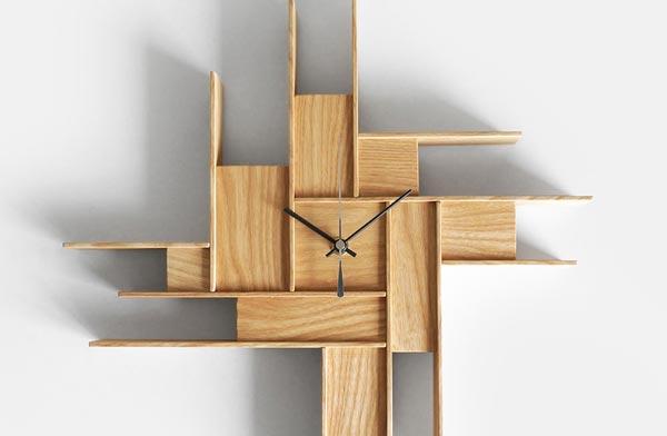 直線的な木材パーツを組み合わせた、おしゃれで美しい壁掛け時計