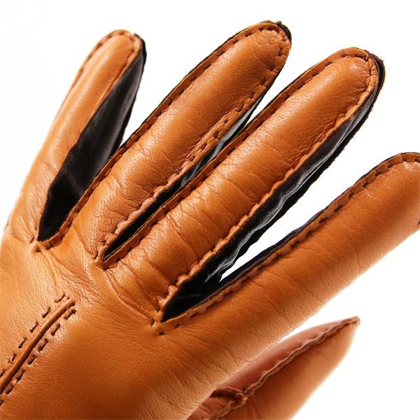 ファッション性と機能性を追求した、イタリア製のレザー手袋