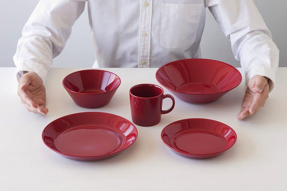 オーブン料理に使える、クリスマスにおすすめのおしゃれな赤いテーブルウェア