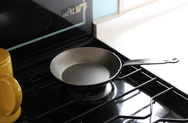 産業革命から作られている、フランスのおしゃれな鉄製フライパン