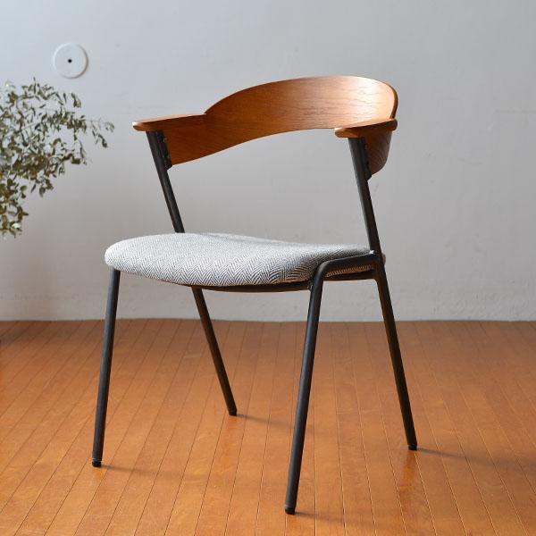 脚の形状や背もたれの曲線がとても美しい、おしゃれな椅子