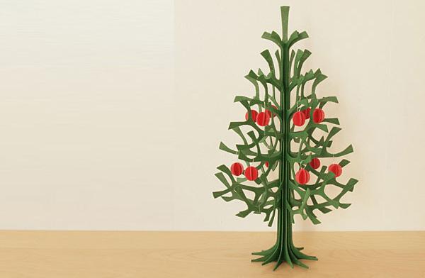 白樺で作られた、おしゃれなクリスマスツリーのオブジェ