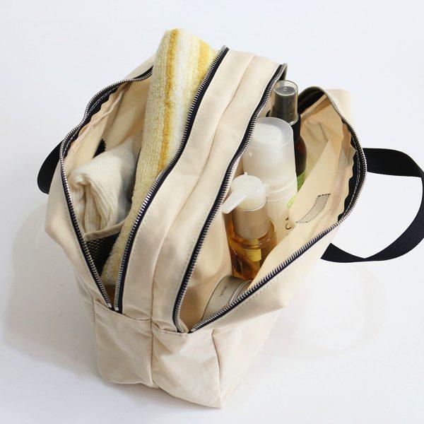 バッグインバッグとしても役立つ、おしゃれなポーチ