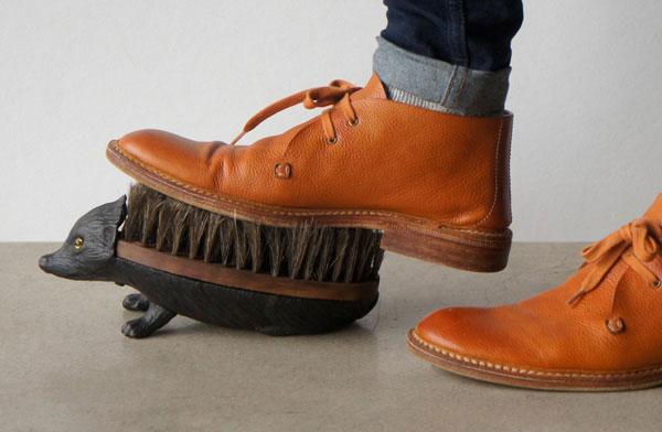 靴底の汚れを落とす、ハリネズミのおしゃれなフットブラシ