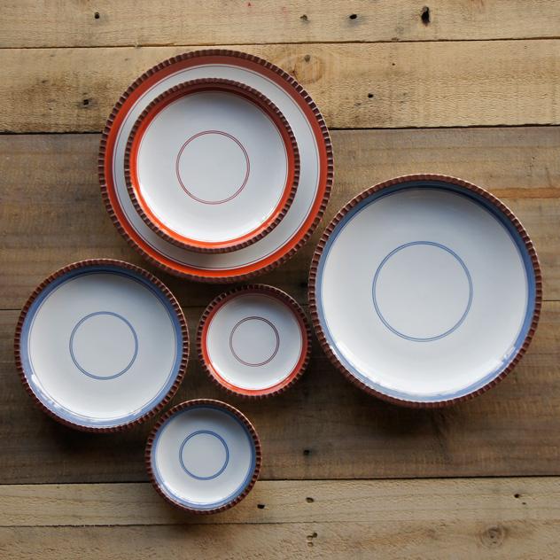 シンプルなデザインが食卓を彩る、おしゃれな有田焼のイゲ皿