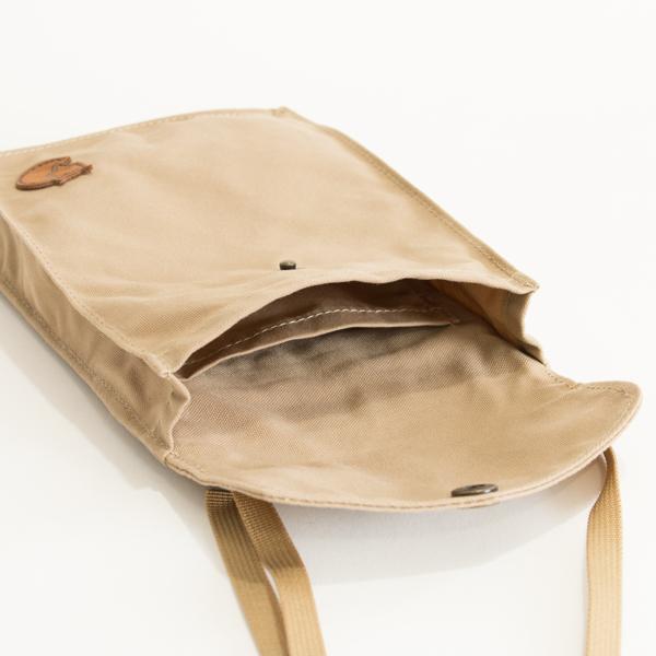旅行やアウトドアシーンに特化した、コンパクトなサイズのおしゃれなショルダーバッグ