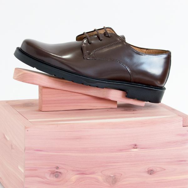 収納にも、靴磨きにも使える、おしゃれなシューケアボックス
