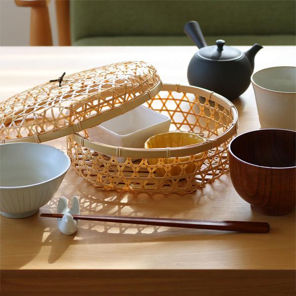 食卓に出しておきたい、おしゃれな蓋付き竹かご