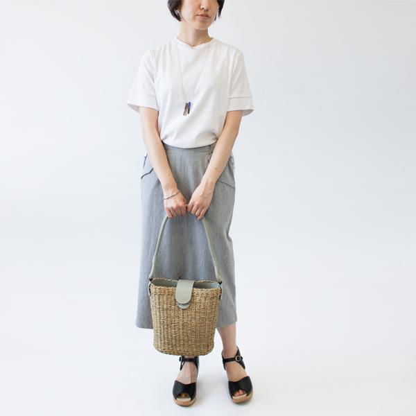 藤を編んで作られた、イタリア製のおしゃれなショルダーバッグ