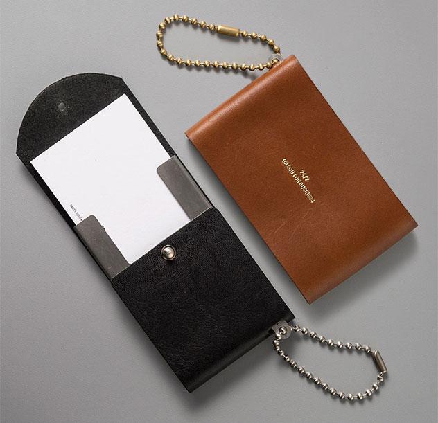 スマートなデザインの、おしゃれなレザーカードケース