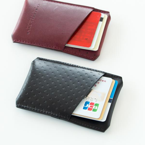 ICカードやポイントカードなどを入れるのに重宝する、おしゃれな革製のカードホルダー