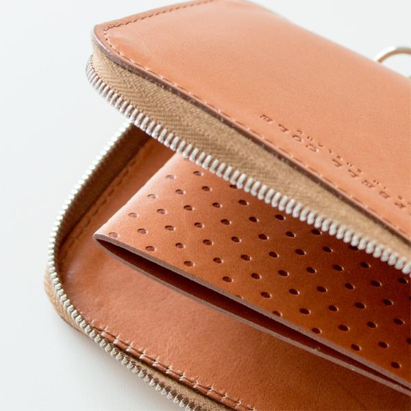 優美なデザインの、カードも収納できるおしゃれな革製の小銭入れ