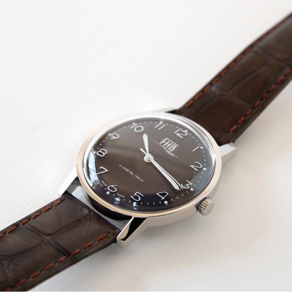 懐かしいデザインを蘇らせた、おしゃれで丈夫なスイス製腕時計