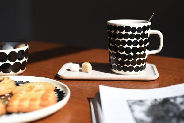 食卓になじむ北欧の彩りがおしゃれなマグカップ