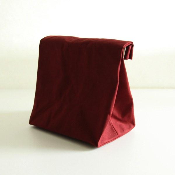 紙袋のようなデザインの、おしゃれな倉敷帆布のバッグ