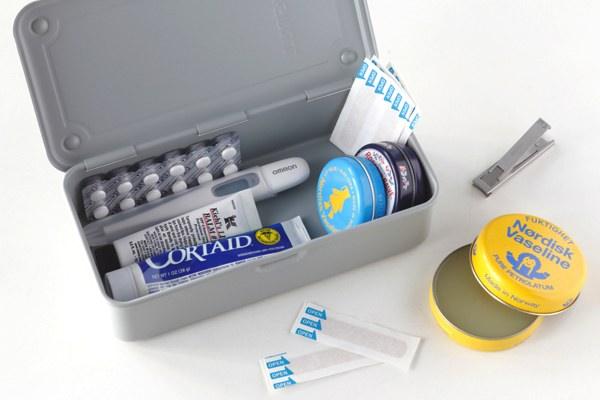 仕分けに便利な小ぶりなサイズの、日用品も収納できるおしゃれな工具箱