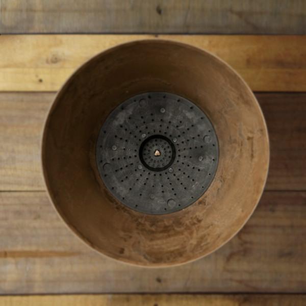 植物への水やりをコントロールしてくれる、初心者にも安心のおしゃれなプランター