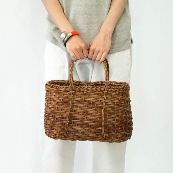 おしゃれで持ちやすい、あけびのかごバッグ