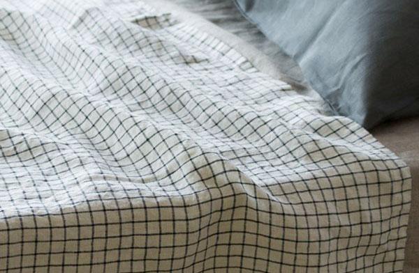 夏のベッドやソファカバーにおすすめな、おしゃれなリネンのタオルケット