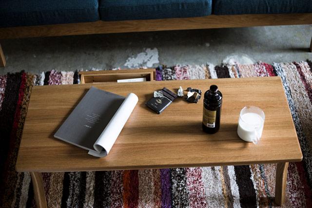 引き出し付きの、シンプルなデザインのおしゃれなローテーブル
