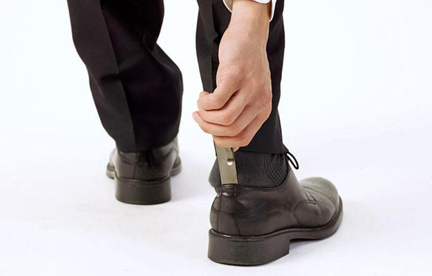コンパクトで携帯可能な、クリップが付いたおしゃれな靴べら