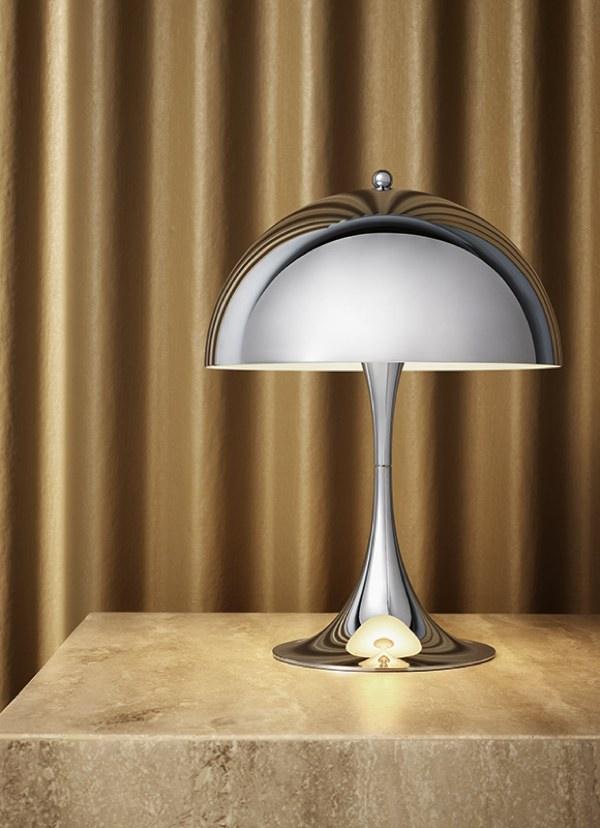 周囲を優しく照らす、彫刻的な美しさのおしゃれなテーブルランプ