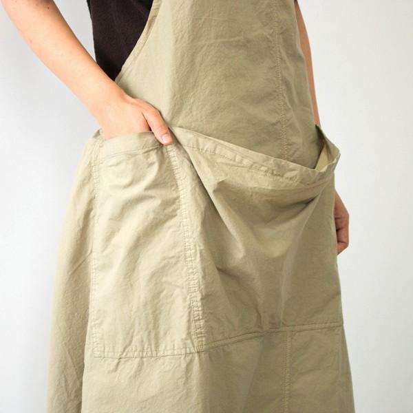 クラシカルなテイストを織り交ぜたデザインの、おしゃれなエプロン