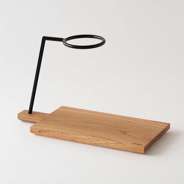 コーヒードリップのほかにもまな板やトレイとして使える、おしゃれなウッドトレイ