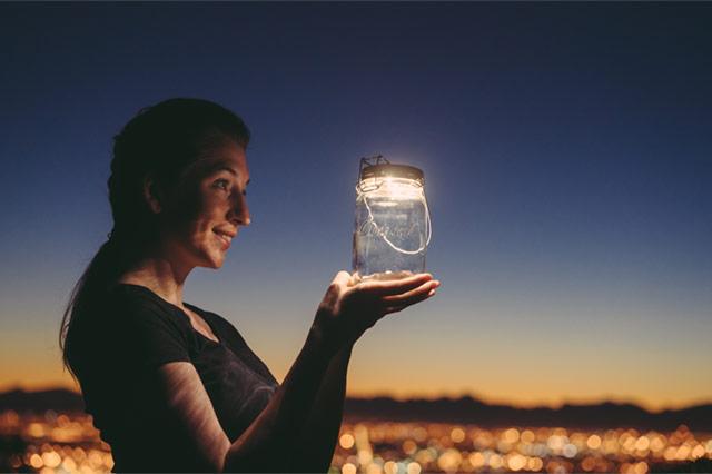 環境に優しいソーラーチャージ付きのおしゃれなLEDライト