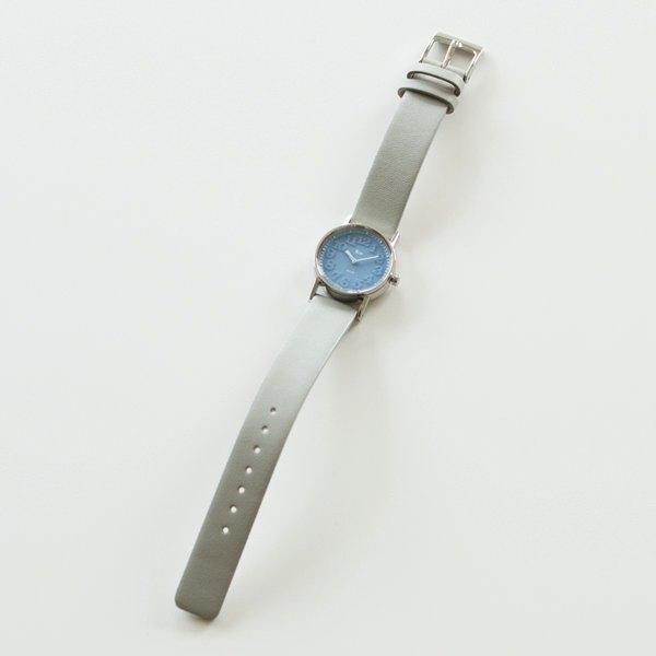 ブルーの文字盤が美しい、おしゃれな腕時計
