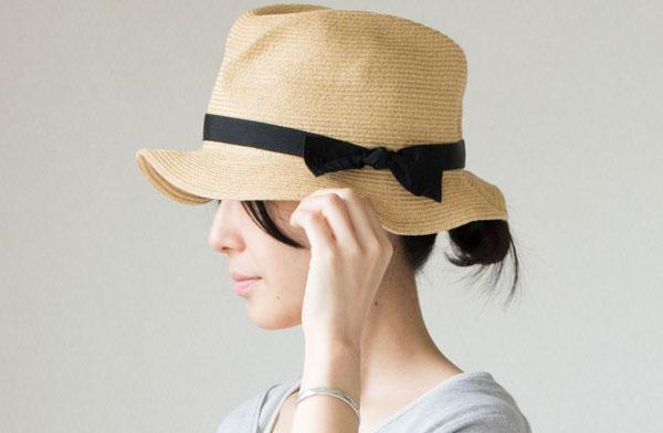 小さくたたんで持ち歩きやすい、87gと軽量のおしゃれな帽子