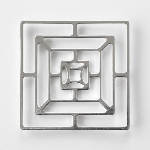 自分で好みの形に変えることができる、おしゃれな曲がる錫のカゴ