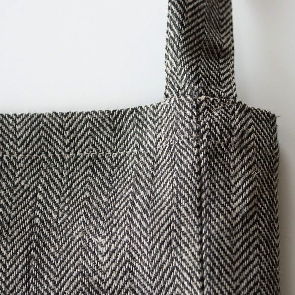 袋状のシンプルなデザインで使いやすい、おしゃれな斜めがけバッグ