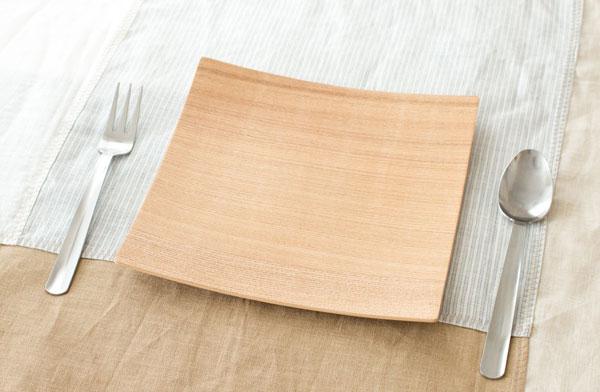 使いやすくて割れにくく耐水性がある、おしゃれな木製プレート