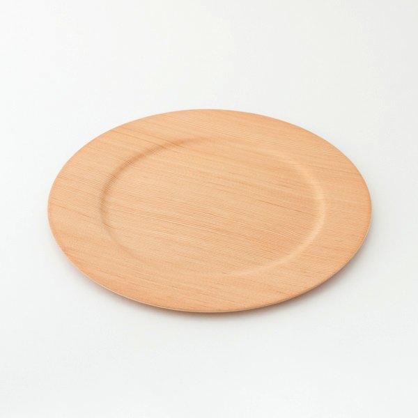 シンプルなデザインでお皿を運びやすい、おしゃれな木製プレート