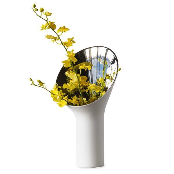 ユニークなデザインが特徴的な、おしゃれな花瓶