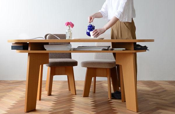お部屋を柔らかく仕切ることができる、おしゃれな収納付きダイニングテーブル