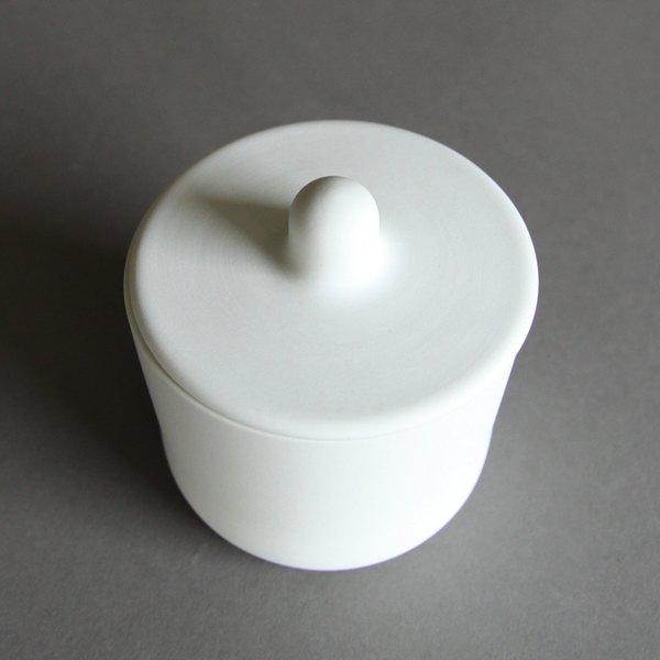 丸みを持った美しいフォルムの、おしゃれな有田焼のミルク&シュガーセット