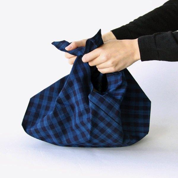 モノに合わせて形を変えて使うことができる、おしゃれなあずま袋
