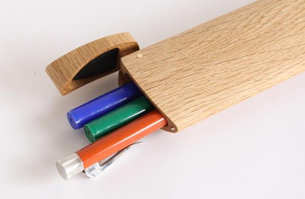 おしゃれな流線型の木製ペンケース
