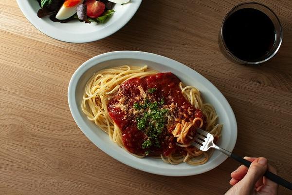 どんな料理にも使いやすい、絶妙な楕円デザインのおしゃれなお皿
